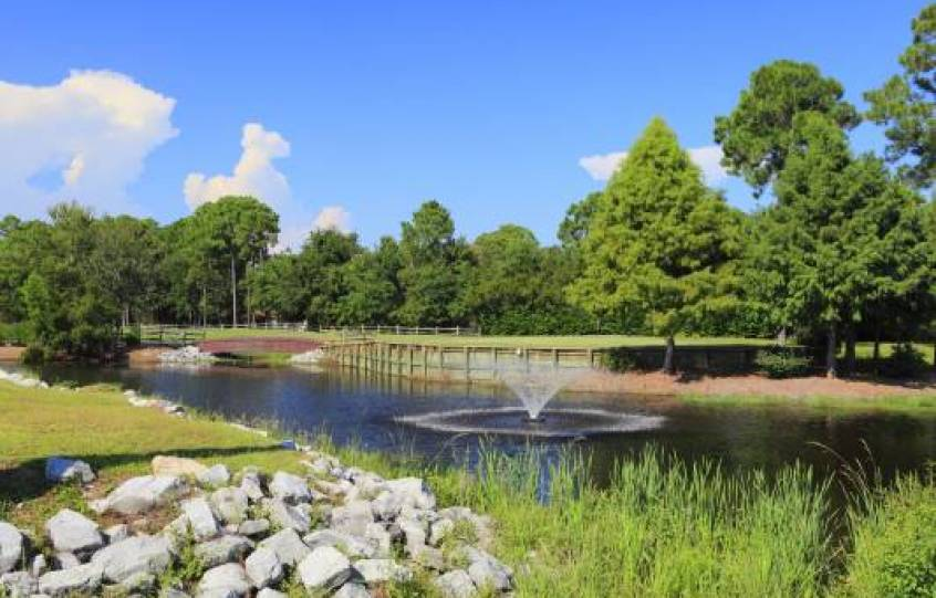 Pond with fountain at Orange Beach Golf Center