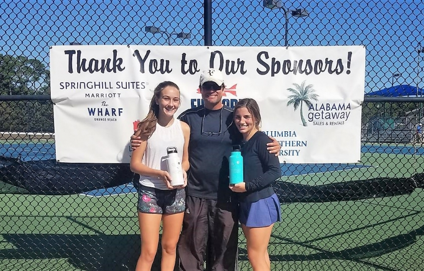 US Open Singles Division (l) Finalist Cydney Rogers and (r) Champion Nadia Hitzman